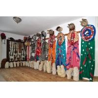 Casa cu Masti - Sala 3 - sculpturi si costume Neculai Popa 02.jpg