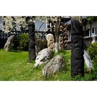 Muzeul Popa - Curtea cu sculpturi - aspecte 03.jpg