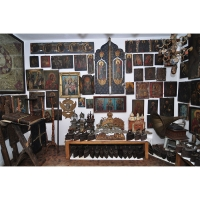 Casa colectiilor - Sala 5 - Obiecte religioase 01.jpg