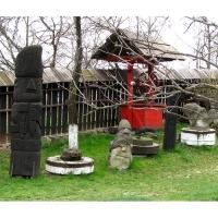 Neculai Popa - Sculptura lemn - Personaje curte 04.jpg