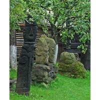 Neculai Popa - Sculptura lemn - Personaje curte 06.jpg