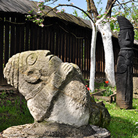 Muzeul Popa - Sculpturi curte_200x200